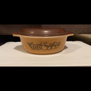 VINTAGE PYREX CASSEROLE DISH W/ LID for Sale in Rexburg, ID