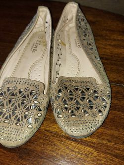 Girls Shoes Size 1 for Sale in Venus,  TX