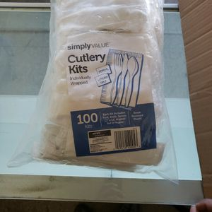 100 Pcs Cutlery Kit for Sale in Los Angeles, CA
