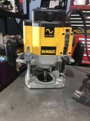Dewalt DW625 Heavy-Duty 3 HP maximum motor HP EVS Plunge Router for Sale in Mt. Juliet, TN