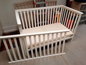 Convertible baby crib toddler bed and mattress for Sale in Phoenix, AZ
