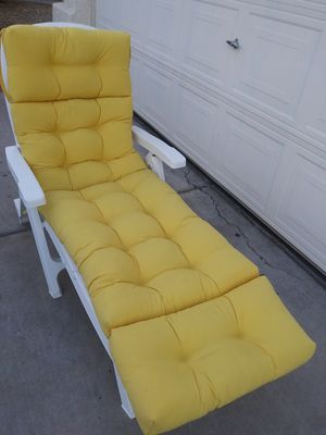 MOVING PRICED TO SELL Outdoor Lounger with Cushion for Sale in Chandler, AZ
