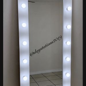 Hollywood Makeup Mirror for Sale in Riverside, CA