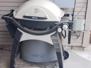 Weber Q300 propane gas grill w/ cover for Sale in Pasadena, CA
