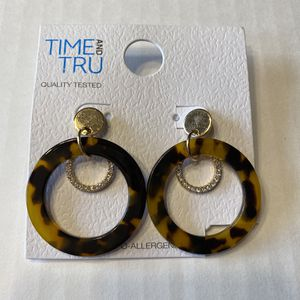 NWT Tortoise Shell Hypo Allergenic Hoop Earrings for Sale in Mentor, OH