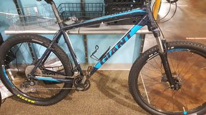 Giant mountain bike with suspension lock out for Sale in PT CHARLOTTE, FL