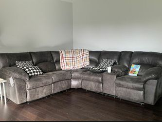 Very comfy! Tambo Canyon Reclining Sectional /couch /Living room set for Sale in Round Rock,  TX