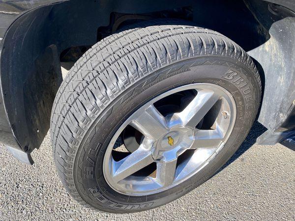 2008 Chevrolet Suburban LT; 4X4 Clean Title & Runs Excellent