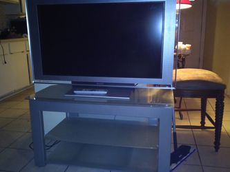 Sony TV w/ Tv Stand for Sale in Fort Myers,  FL
