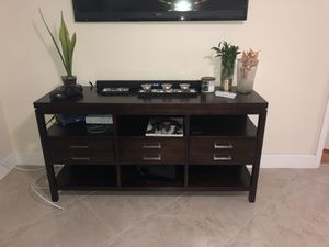 Wood tv stand for Sale in Pompano Beach, FL