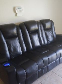 Recliner Couch *Make Me An Offer for Sale in Homestead,  FL
