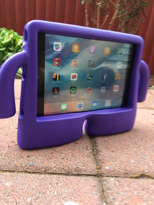 iPad mini 16GB with games for kid foam case with charger ready to use 99$ Firm price ! Meet in publ for Sale in Arlington, VA