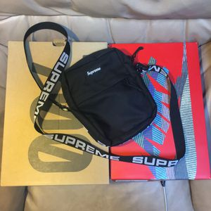 Supreme ss18 shoulder bag black for Sale in Federal Way, WA