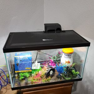 Fish Tank - 10 gallons for Sale in Los Angeles, CA