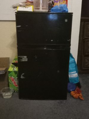 GE mini fridge for Sale in Milton, FL