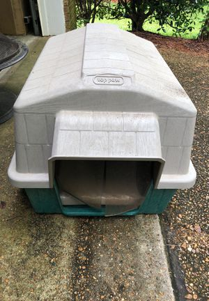 Dog House (Top Paw) for Sale in Ridgeland, MS