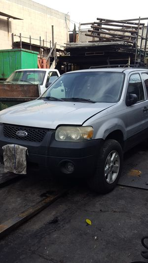 05 ford escape for parts for Sale in Los Angeles, CA