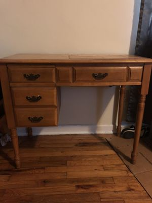 Antique Sewing Table w/ Sewing Machine!! for Sale in Spartanburg, SC