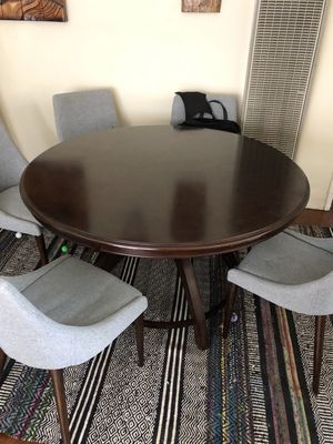 Round wood dining table and chairs for Sale in Los Angeles, CA