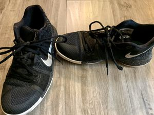 Nike Kyrie shoes men's size 7 for Sale in Lynnwood, WA