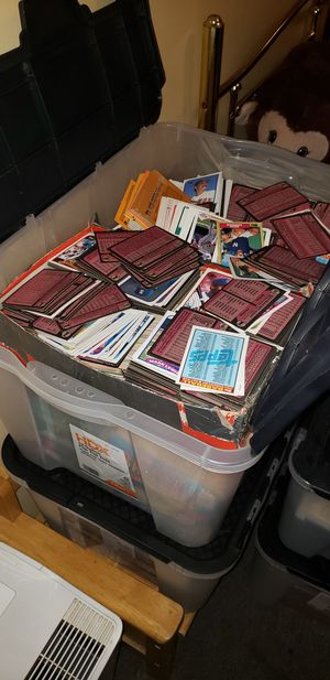 Baseball Cards - Tub Full of what appears to be 1980s & 1970s Baseball Cards for Sale in Villa Rica, GA