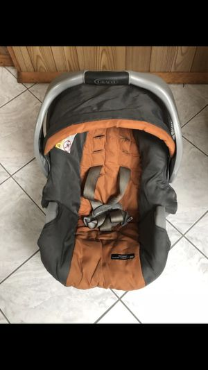 GRACO baby car seat Lightly used bought originally for $90 for Sale in Dearborn, MI