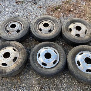 4- Aluminum and 2-steelies off 2007 F350 dually 8 lug 17 inch wheels for Sale in East Hanover, NJ
