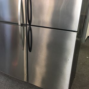 "Frigidaire 28"" Top Freezer Refrigerator Stainless Steel Working Perfectly 4 Months Warranty for Sale in Laurel, MD"
