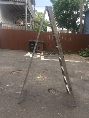 8 feet aluminum step ladder for Sale in Greenwich, CT