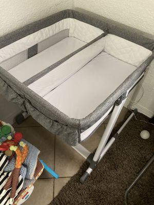 Twin bassinet like new for Sale in Apache Junction, AZ