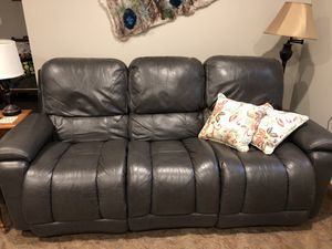 La Z Boy Reclining Couch for Sale in Union, WA