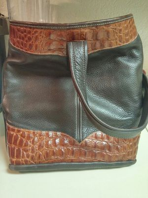 GENUINE TANNERS CREEK LEATHER CO. for Sale in Las Vegas, NV