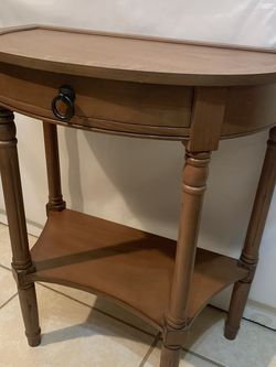 Accent Half Moon Table (Real Wood-Made). Great Condition for Sale in Gaithersburg,  MD