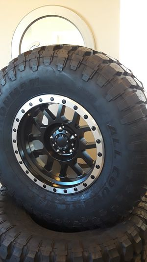 jeep tires and wheels 35 1250 17 for Sale in Creedmoor, TX