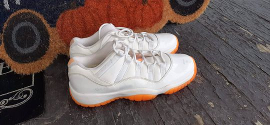 """Jordan retro # 11 youth size 7 """"Citrus"""" great shape for Sale in Peoria,  IL"""