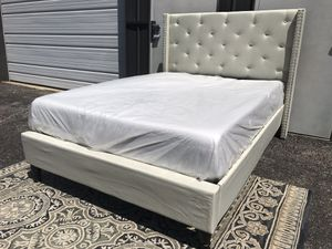 """New king size platform bed frame and 12"""" memory foam mattress for Sale in Columbus, OH"""