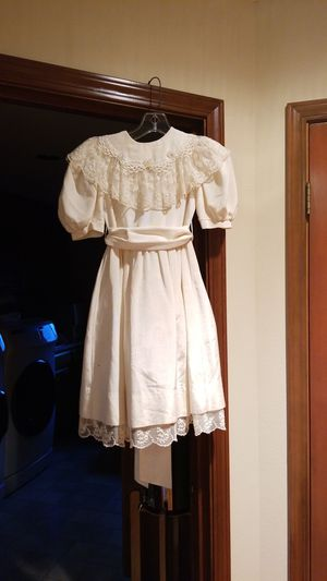 Sylvia Whyte's Flower Girl's Dress Size 7 for Sale in Maple Valley, WA