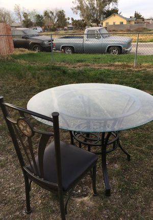 Kitchen table with 4 matching chairs for Sale in Visalia, CA