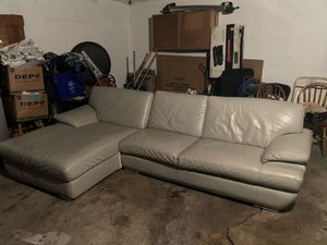 Sectional couch for Sale in Bloomingdale, IL