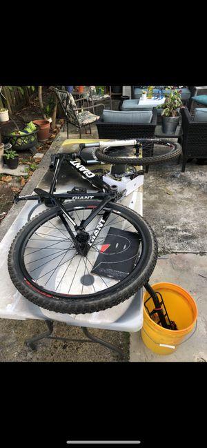 Mountain bike Giant for Sale in Miami, FL