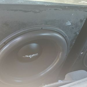 """2 18"""" Subs And Amp for Sale in Fresno, CA"""