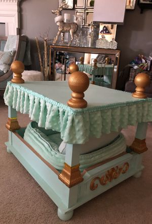 Royal Dog pooch bed for Sale in Odenton, MD