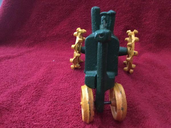 Vintage John Deere tractor 1/64