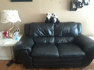 black leather sofa for Sale in Detroit, MI