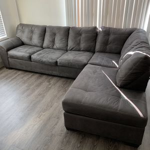 Beautiful And Comfortable L-sectional Couch Lightly Used for Sale in Atlanta, GA