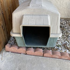 Med Dog Home/crate for Sale in Jurupa Valley, CA