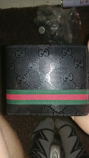 Gucci wallet for Sale in Wichita, KS
