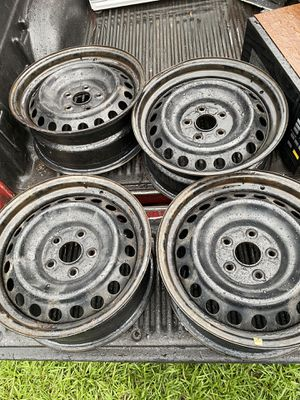 Toyota regular rims size 16 inches and toyota. wheel nuts and wheels cover for Sale in Kissimmee, FL