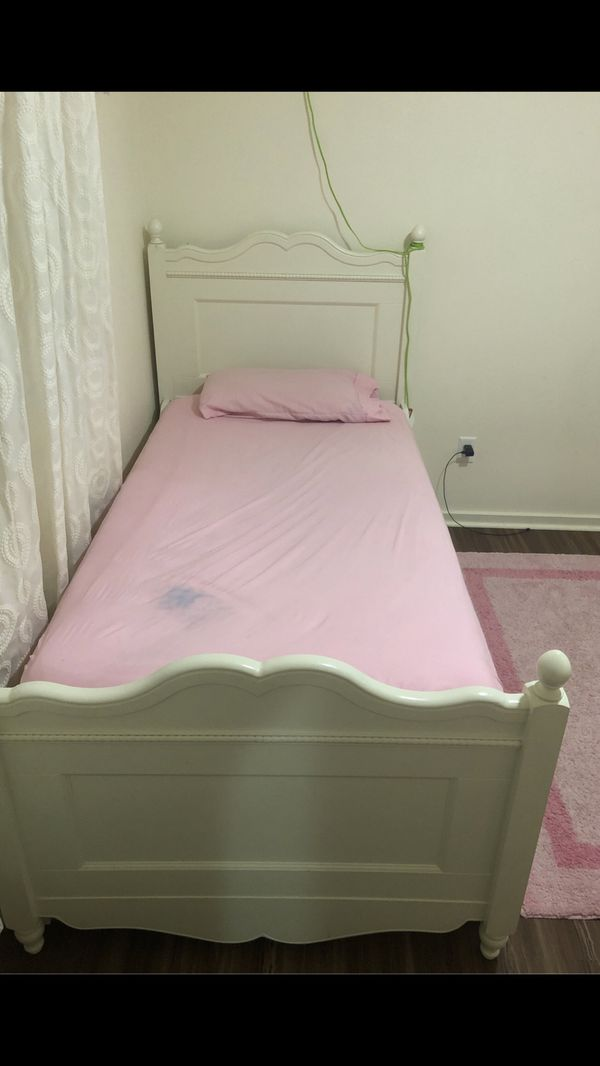 Bed with sliding bed under (mattress included size 82 inches