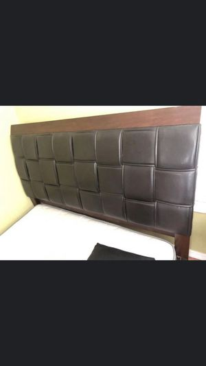 Queen bed with mattress for Sale in Clearwater, FL